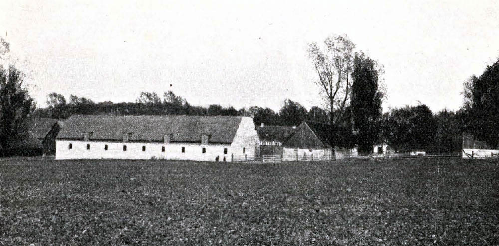Frennegaard i Ibsker - Hovedbygning er opført 1788 af Bindingsværk med Tegltag. Avlslængerne er dels af Beton, dels af Bindingsværk og tækkede med Tegl og Straa.