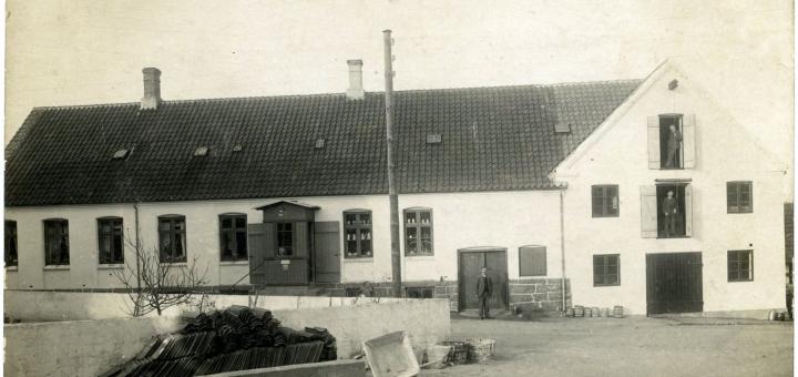 Aarsdale Brugs 1925. Foto tilhører Kurt Kjøller-Hansen og er gengivet i bogen